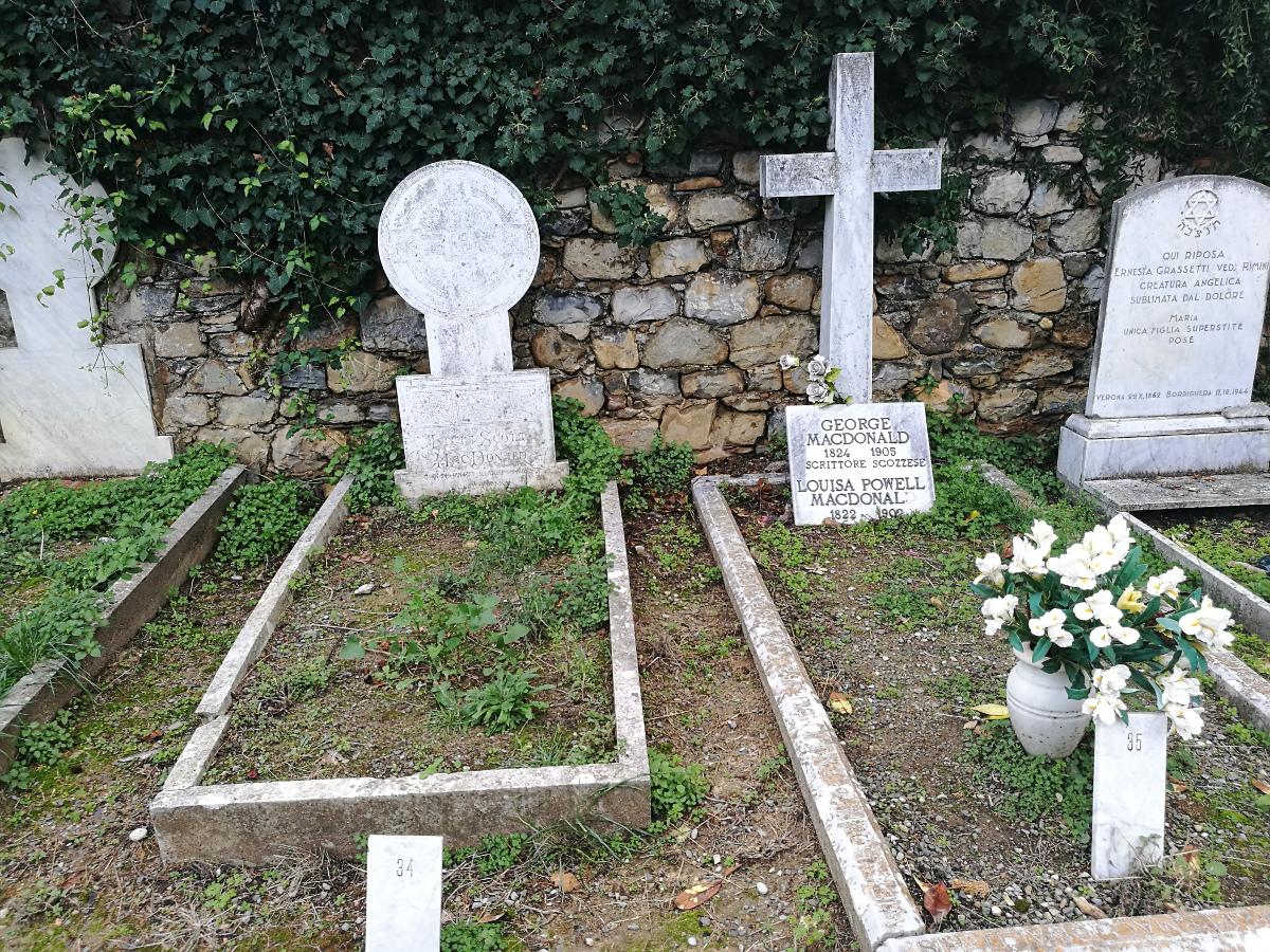 Cimitero di Bordighera - Le tombe di Giorge MacDonald con la moglie Louisa e della figlia Lilia